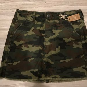 American Eagle camo skirt (never worn)